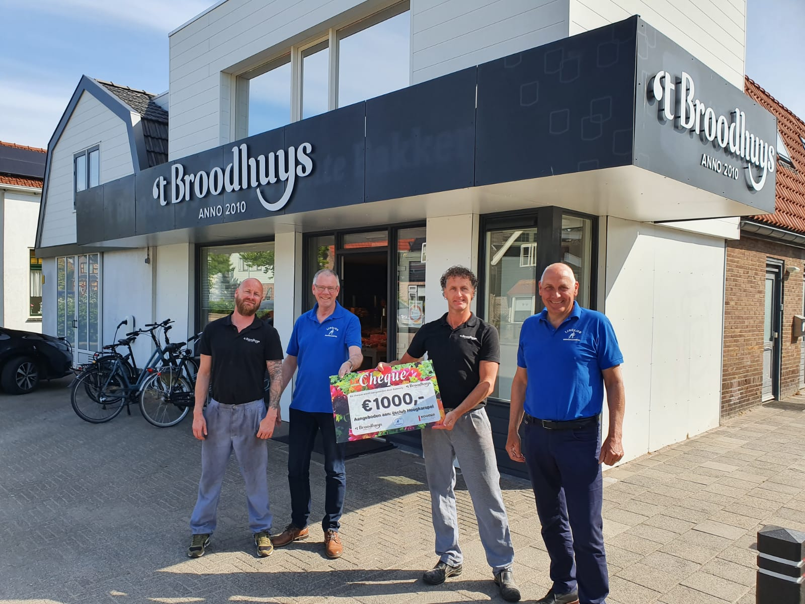Uitreiking Cheque Koningsdag Actie 't Broodhuys